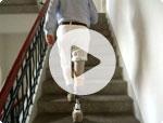 Unterschenkelprothese im Film (Treppesteigen)